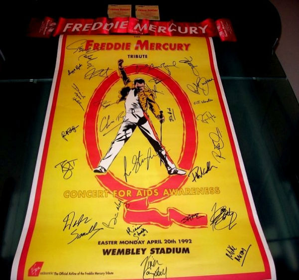 Poster del Freddie Mercury Tribute, fully signed